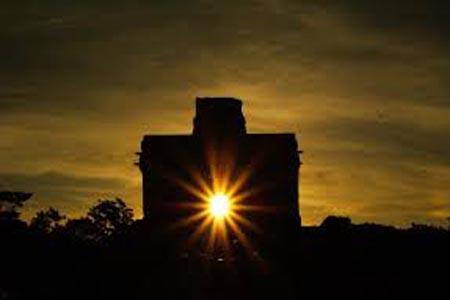 Dzibilchaltún solstice alignment