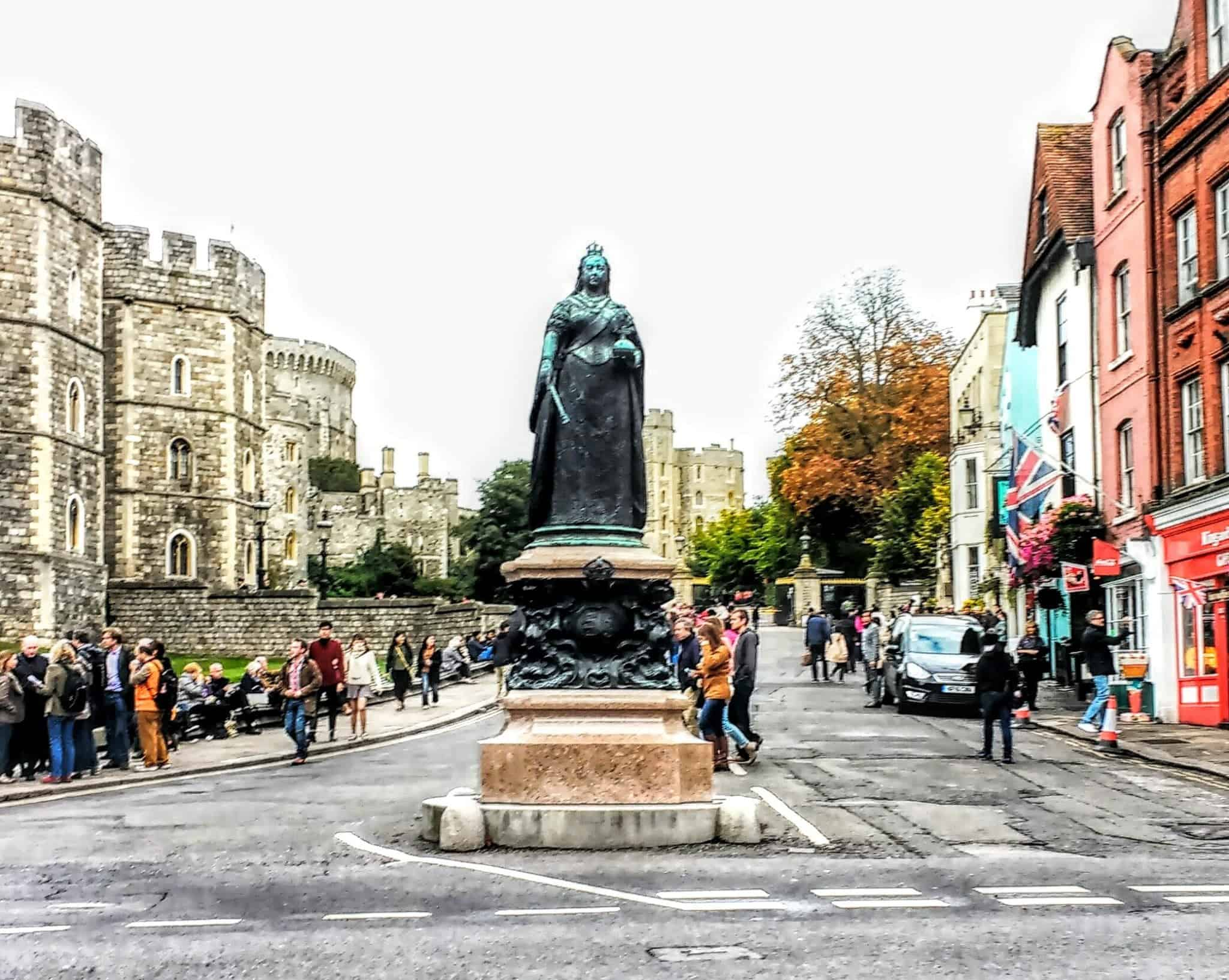 Queen Victoria's statue that sits in Windsor