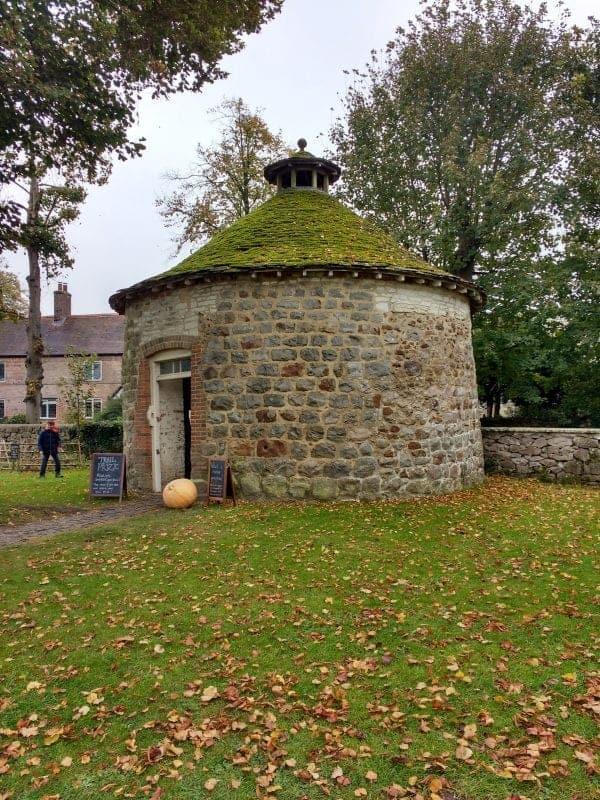 the stone dovecote at Avebury Manor House