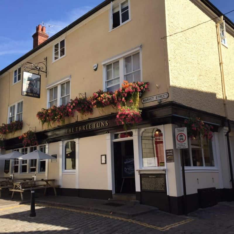 The Three Tuns pubs great food while visiting Windsor castle