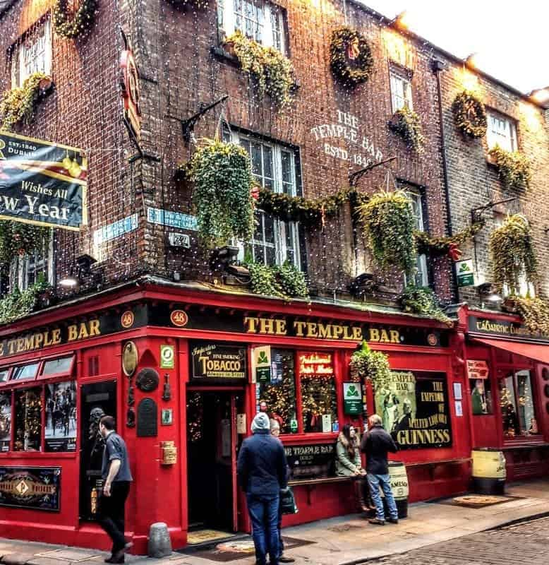 Temple Bar Dublin a guide to its neighbourhoods