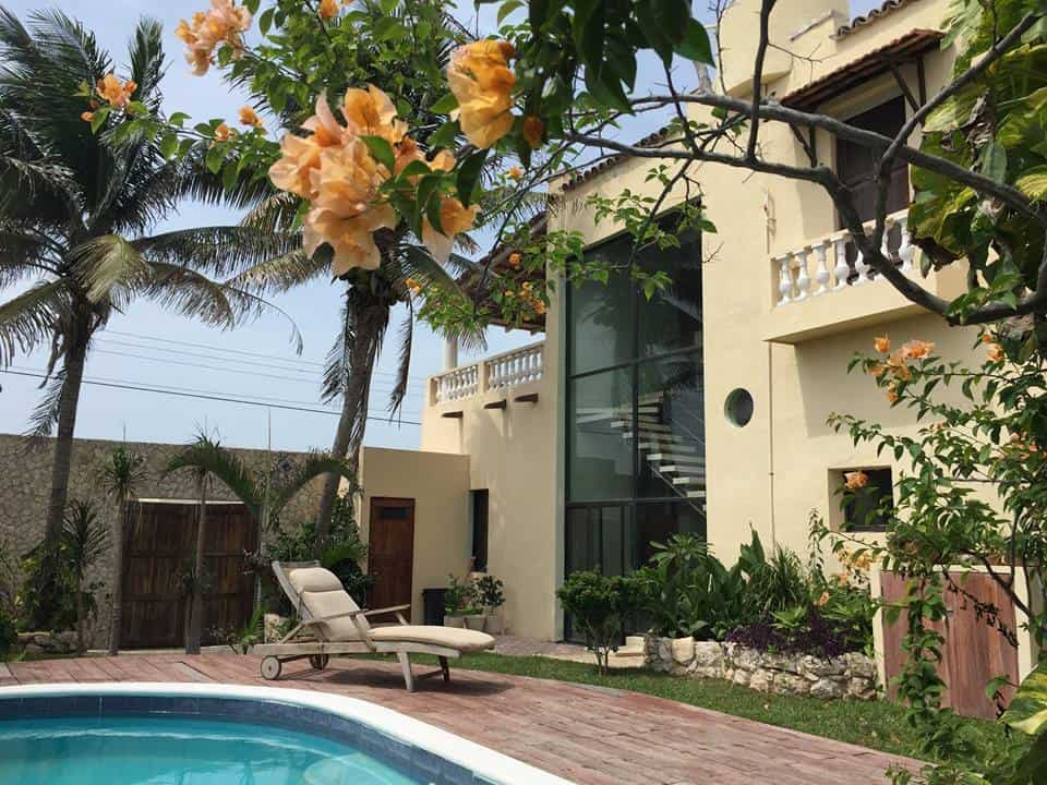by the pool in Mexico retire early and become international house sitting