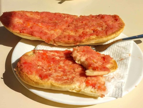 traditional Andalusian breakfast tostada con tomate