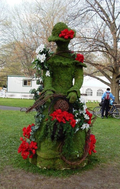 flower tourism in Canada flower statue in Ottawa