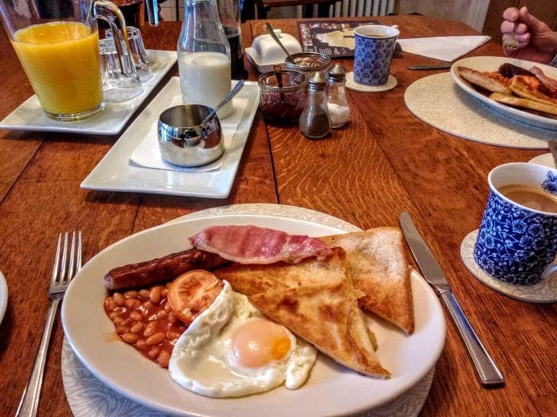 a full Irish breakfast with absolutely everything on the plate