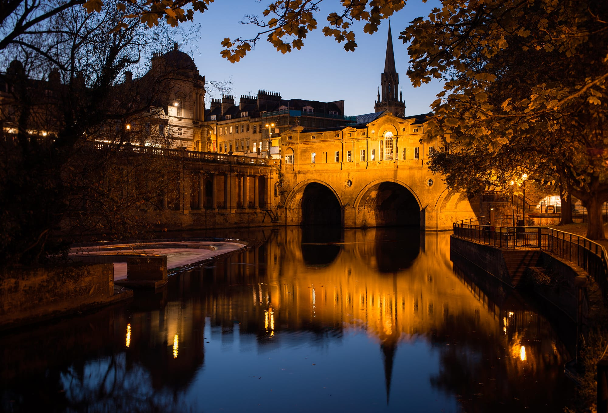 Night time view of Pulteney Bridge in Bath, England, UK