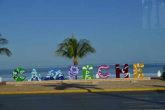 Campeche visitors sign on the malecon