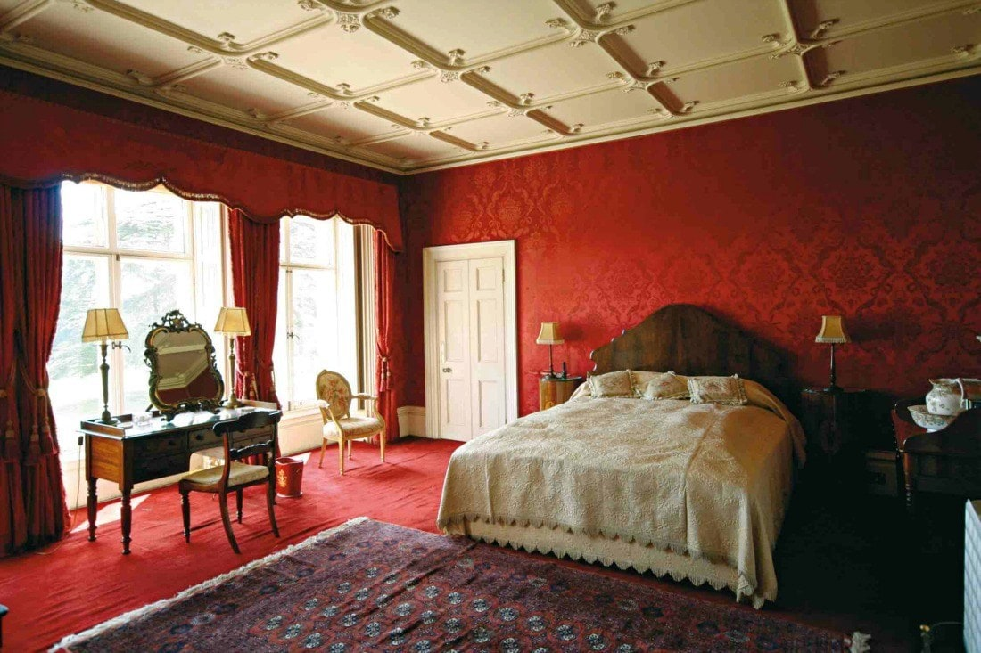 the red bedroom at Downton Abbey