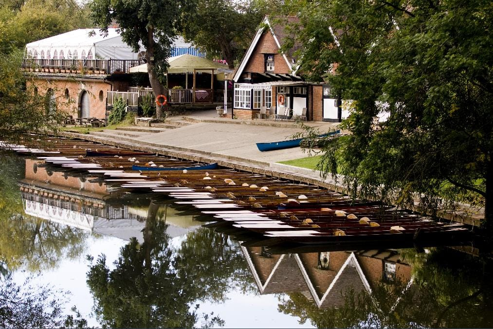 view of the Cherwell boathouse from the bridge in Oxford